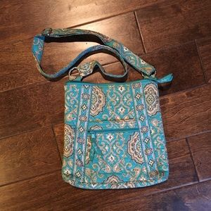 Like New Vera Bradley Iconic Triple Zip Hipster